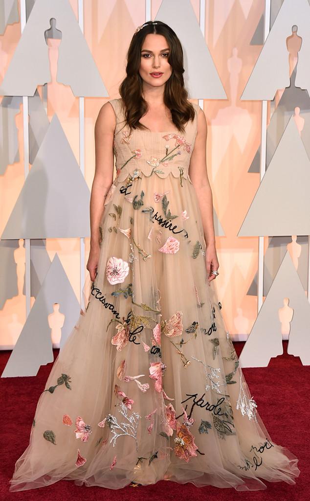Bà bầu xinh đẹp Keira Knightley với phong cách nữ tính, bay bổng trong bộ váy lạ mắt của Valentino
