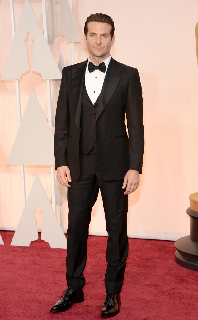 Bradley Cooper - người được nhận đề cử Nam diễn viên chính xuất sắc nhất - với vẻ lãng tử trong bộ vest thanh lịch của Ferregamo