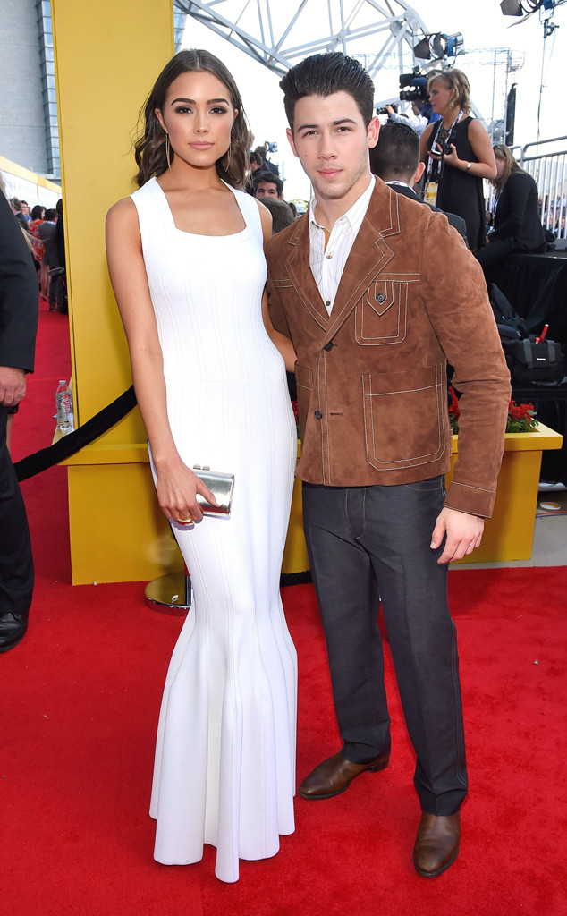 Nick Jonas bên cạnh chân dài Oivia Culpo - người được cho là đang dính nghi án hẹn hò với nam ca sĩ trẻ