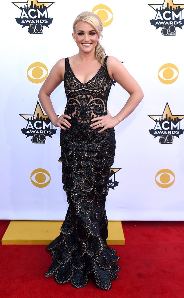 Jamie Lynn Spears - cô em gái xinh đẹp của Britney Spears khoe thân hình thon gọn trong bộ váy đuôi cá quyến rũ