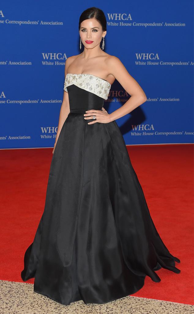 Jenna Dewan-Tatum - bà xã của ngôi sao 22 Jump Street Channing Tatum - gây ấn tượng với vẻ đẹp sang trọng, quý phái khi sải những bữa tự tin trên thảm đỏ