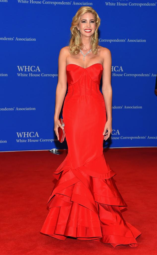 Ivanka Trump - con gái tỷ phú Donal Trump cũng nhận được vô số lời tán thưởng khi khoe những đường cong tuyệt mỹ trong bộ váy đỏ rực và nóng bỏng này
