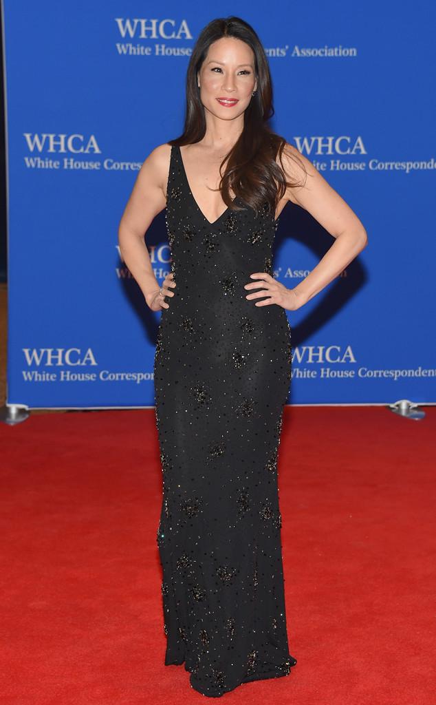Nữ diễn viên nổi tiếng Lucy Liu quyến rũ trong bộ đầm đính kim tuyến màu đen