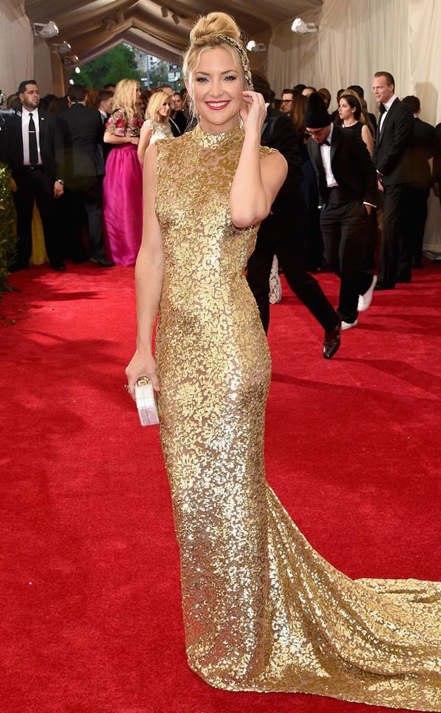 Kate Hudson biết cách để làm cho mình nổi bật giữa một rừng sao đẹp bằng bọ váy ánh kim lộng lẫy của nhà thiết kế lừng danh Micheal Kors.