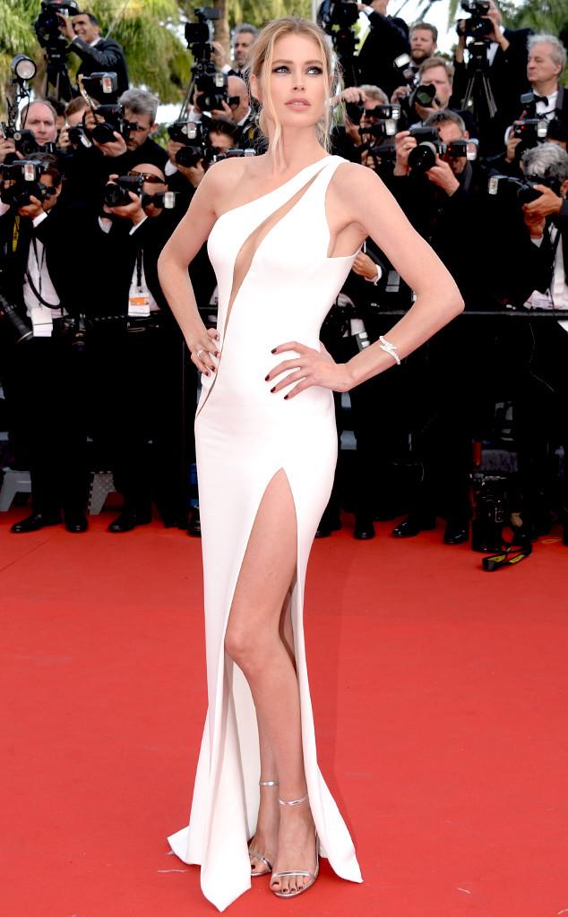 Cựu thiên thần Victorias Secret - Doutzen Kroes khoe đường cong hoàn hảo trong thiết kế táo bạo của Versace