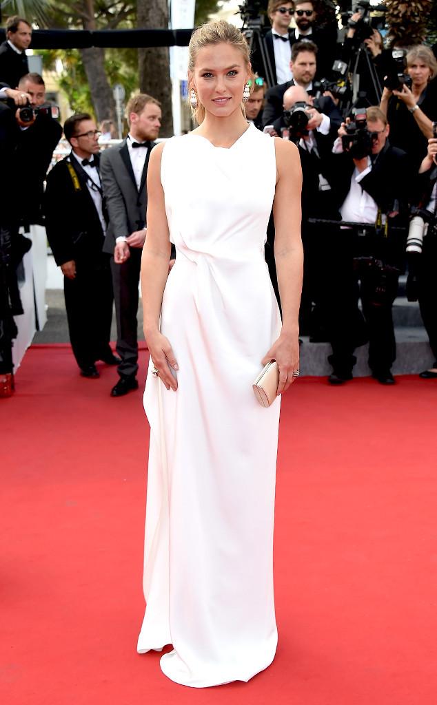 Bạn gái cũ của tài tử Leonardo DiCarprio - người mẫu Bar Refaeli - diện bộ váy trắng tinh tế