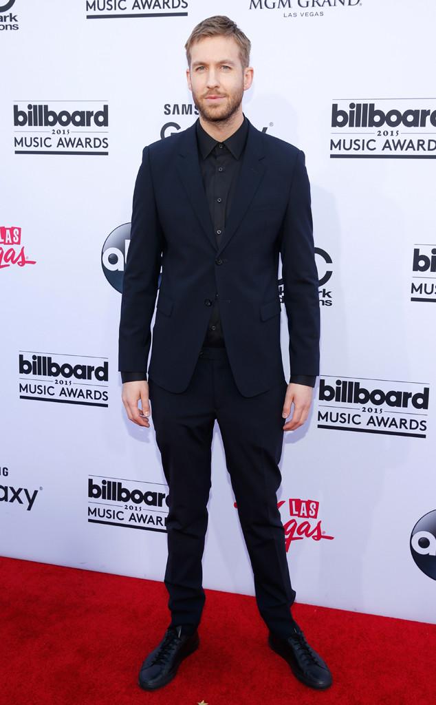 Bạn trai của Taylor Swift - DJ Calvin Harris - xuất hiện trong bộ vest màu xanh navy sang trọng và lịch lãm.