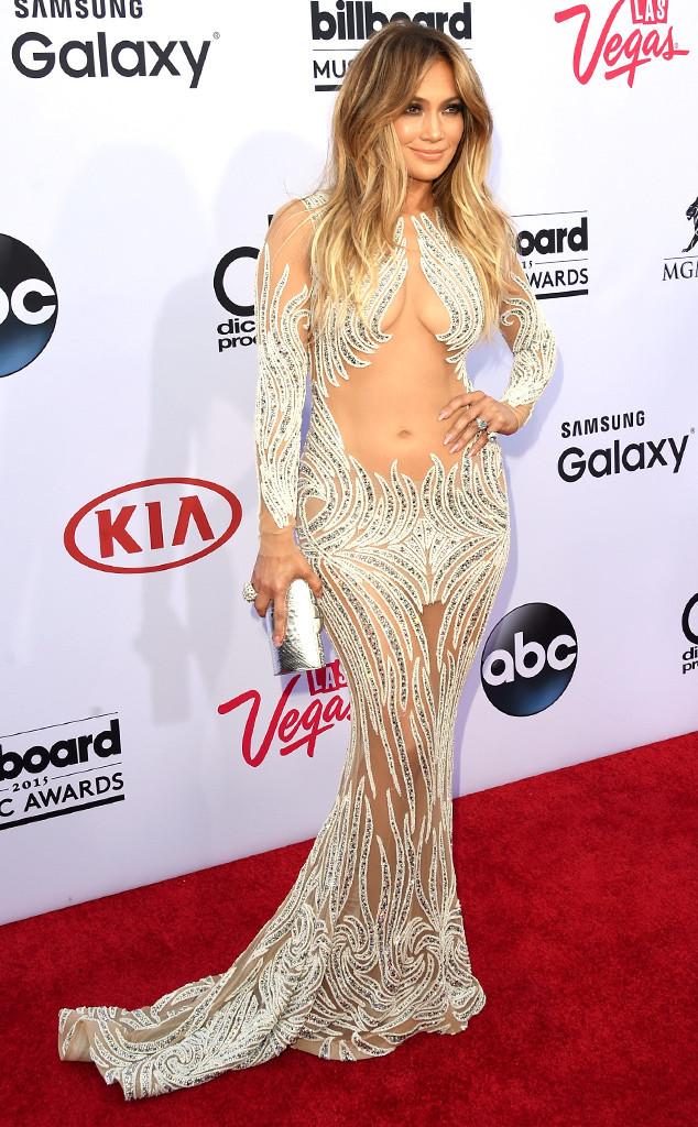 Khó ai có thể cướp đi danh hiệu Nữ hoàng thảm đỏ của Jennifer Lopez. Cô luôn biết cách làm mình nổi bật giữa một rừng sao bằng những bộ cánh cá tính và quyến rũ. Trong ảnh, cô diện trang phục của Charbel Zoe.
