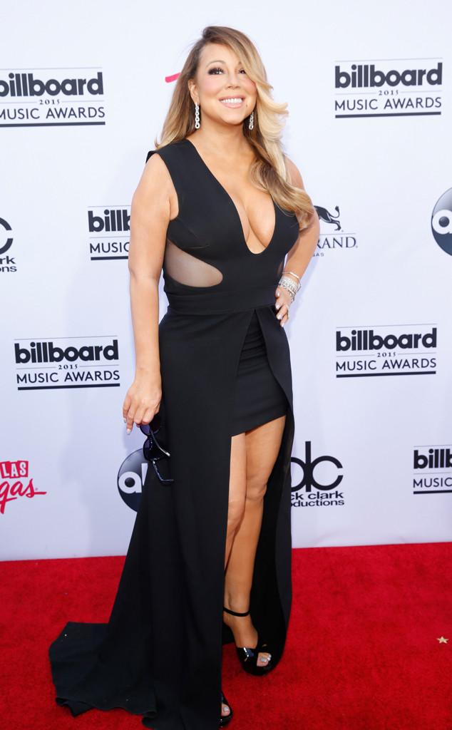 Diva Mariah Carey xuất hiện với phong cách gợi cảm quen thuộc. Thời gian gần đây, cô bị chỉ trích vì giọng hát xuống cấp trầm trọng.