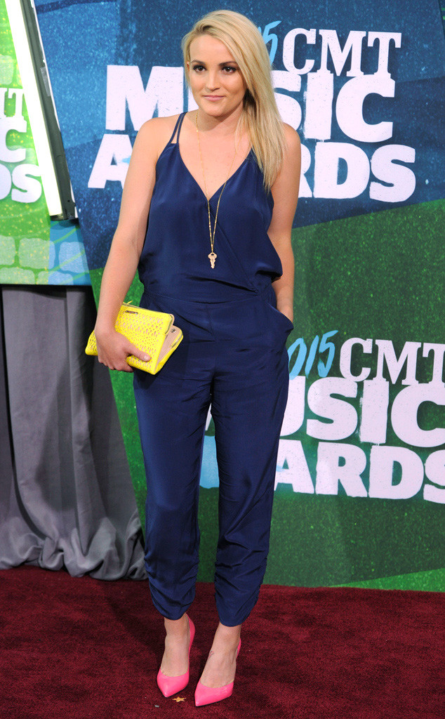Jamie Lynn Spears - em gái Britney Spears tham dự CMT Awards 2015 với bộ jumpsuit xanh navy thanh lịch