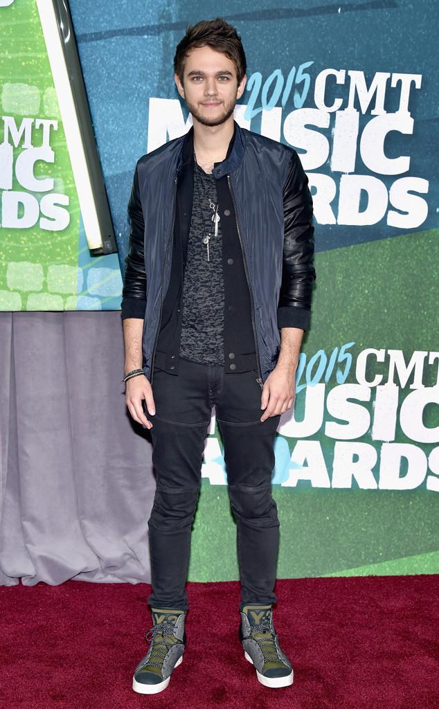 Tình cũ của Selena Gomez - DJ Zedd điển trai vẫn trung thành với phong cách thời trang đơn giản, phủi bụi