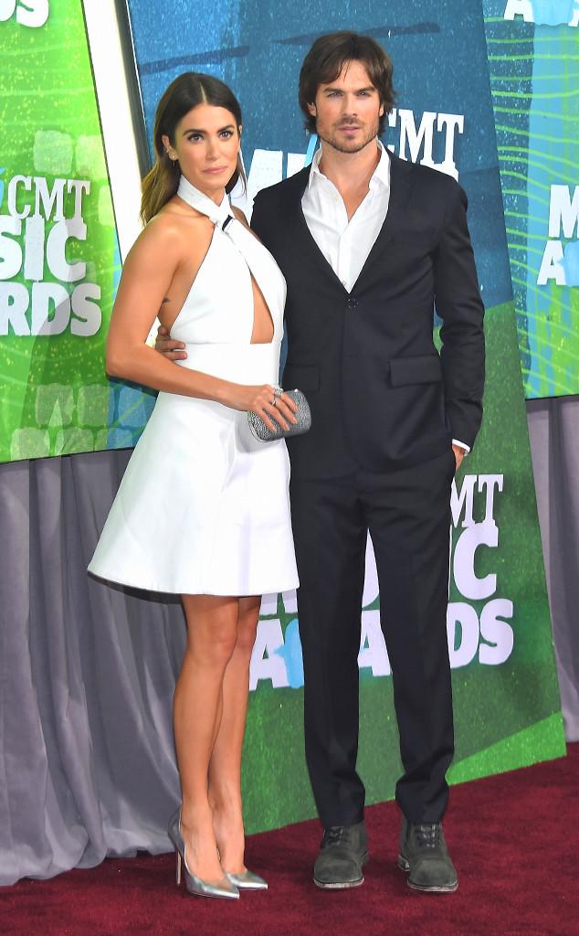 Ian Somerhalder và Nikki Reed - một trong những cặp đôi hot nhất làng giải trí hiện nay - xuất hiện trong trang phục đen trắng đối lập