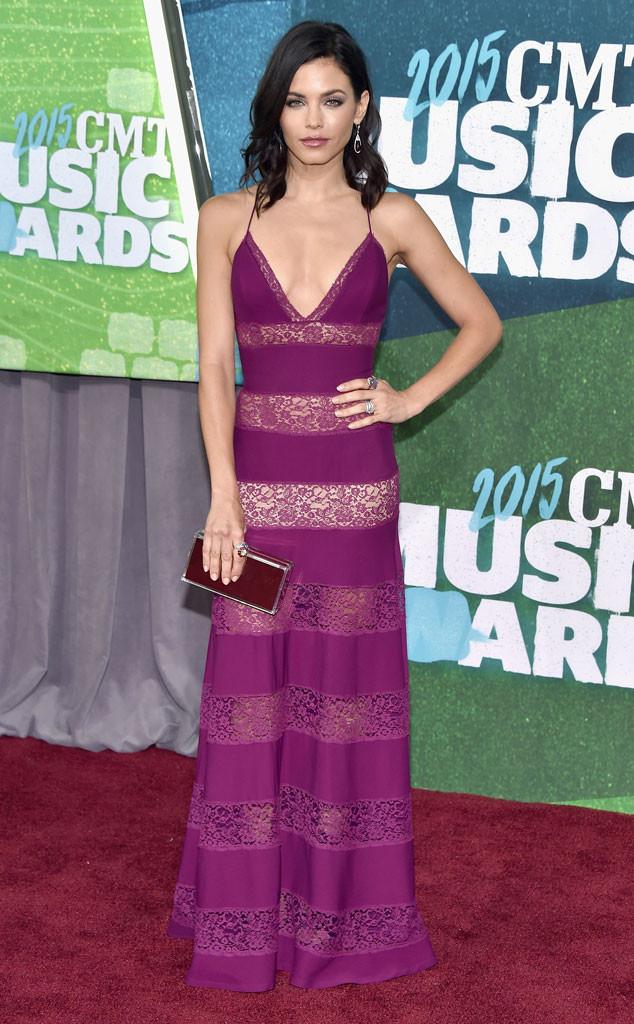 Cô vợ nóng bỏng của tài tử Channing Tatum đến dự CMT Awards 2015 trong bộ váy màu tím tuyệt đẹp