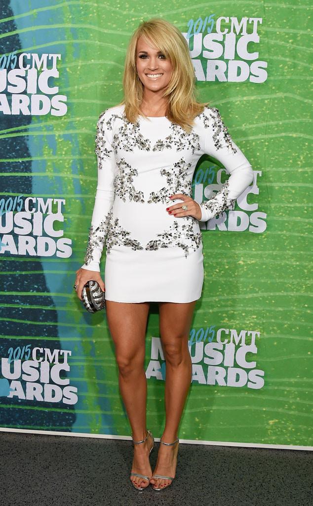 Carrie Underwood khoe vóc dáng chuẩn mực sau khi sinh