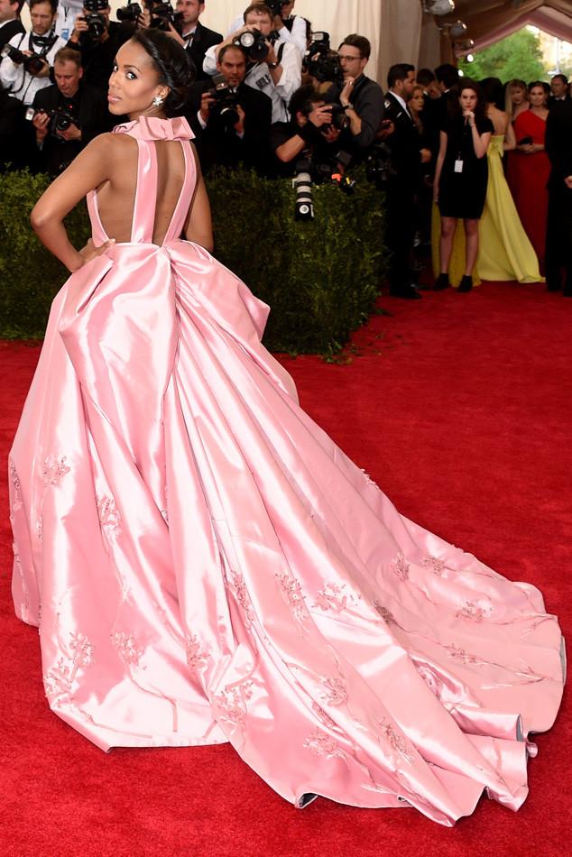 Khoác lên mình bộ váy màu hồng của thương hiệu Prada, ngôi sao Scandal Kerry Washington đã hoàn toàn hóa thân thành một nàng công chúa xinh đẹp