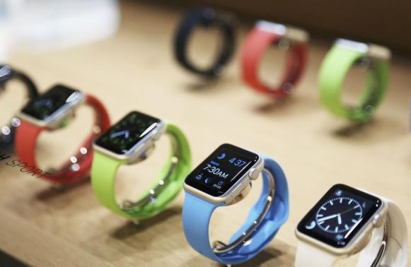 Táo Khuyết coi Apple Watch là một phụ kiện thời trang không thể thiếu của những tín đồ công nghệ.