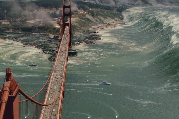 Cầu Cổng Vàng trước sức mạnh tàn bạo của đợt sóng thần (Ảnh: Internet)