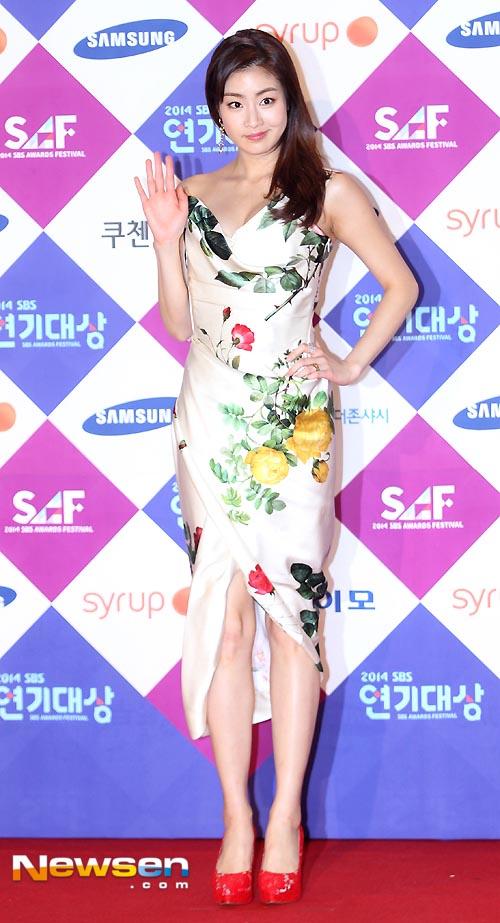 Kang So Ra cũng bị chê trang phục trên thảm đỏ.