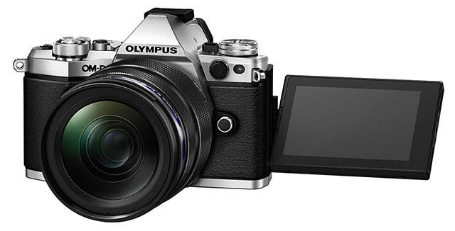 E-M5 II được trang bị một màn hình cảm ứng 3 inch có thể xoay nhiều góc khác nhau