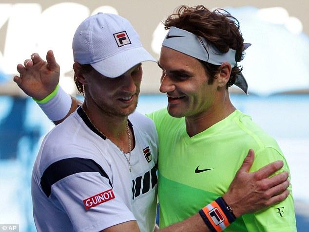Seppi (trái) vui mừng khi hạ được tay vợt lớn như Federer.