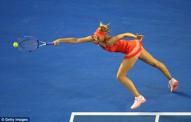 Trong khi đó, Masha vẫn gặp khó với những cú đánh uy lực của Serena.