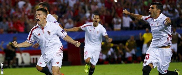 2 trong 3 bàn của Sevilla ở Champions League xuất phát từ những quả phạt đền.