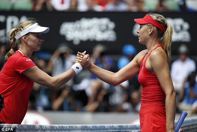 Masha (phải) không gặp nhiều khó khăn khi loại tay vợt đồng hương Makarova.
