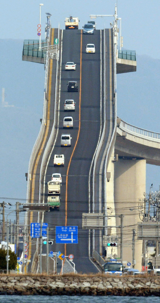 Góc nhìn trực diện cầu Eshima Ohashi