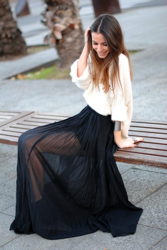 Chân váy see-through cũng có thể kết hợp được với sơ mi.