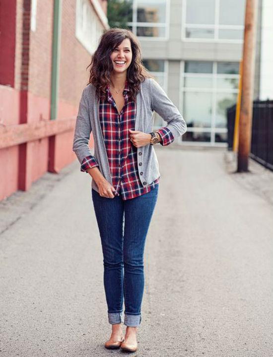 Bên cạnh đó, sơ mi kết hợp cùng cardigan và quần jeans trở nên rất phổ biến.