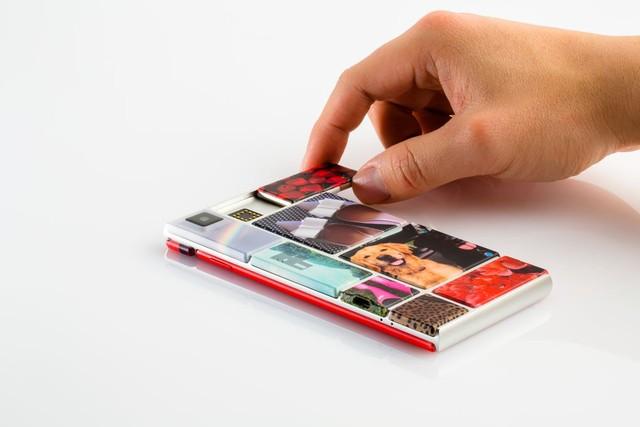 Lắp ráp các module vào phần khung để hoàn thiện chiếc smartphone Ara