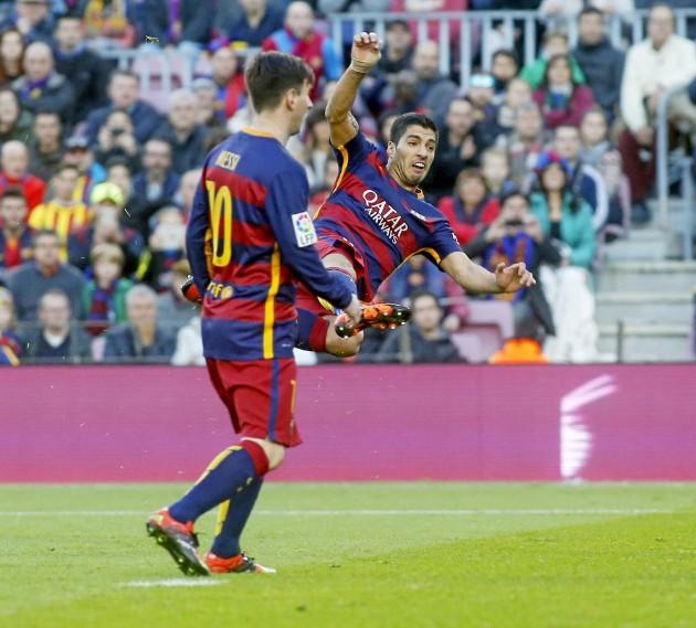 Suarez vô lê nhân đôi cách biệt.