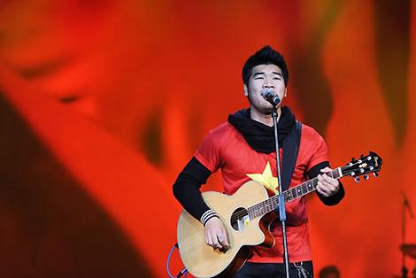 Tạ Quang Thắng đã tạo dấu ấn đặc biệt tại Bài hát Việt với các ca khúc Lá cờ, Viết tình ca...