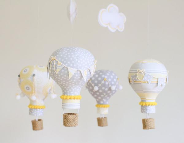 Nếu bạn là một người yêu thích đồ handmade, hãy thử biến chúng thành những quả khinh khí cầu lạ mắt ở trong phòng.