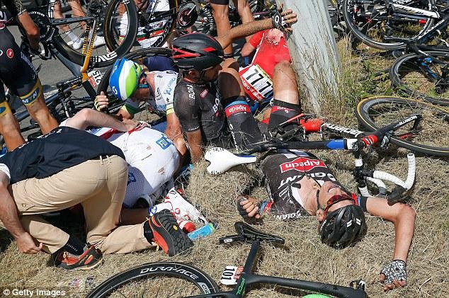 Nhiều tay đua gặp phải chấn thương khá nặng.