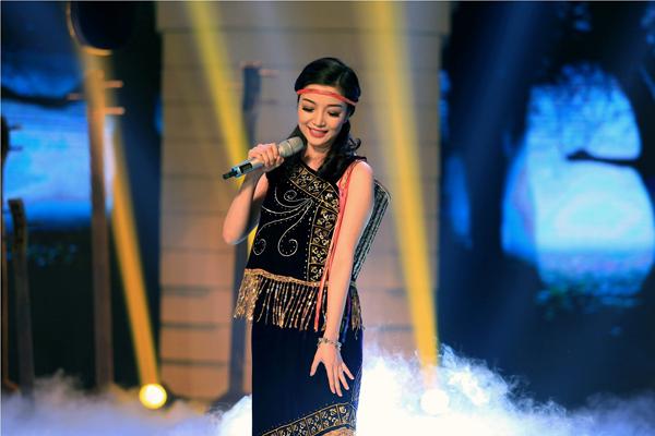 Phạm Thu Hà với ca khúc Tiếng đàn Ta lư.