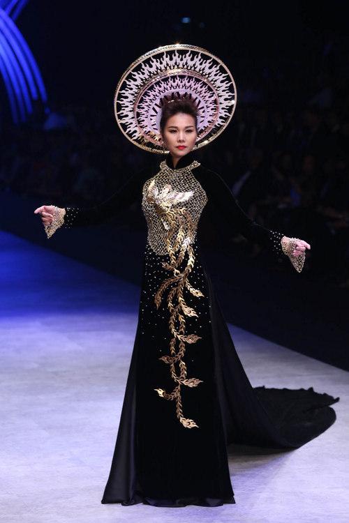 Không chỉ tỏa sáng trên các sàn diễn thời trang ở vị trí vedette, Thanh Hằng còn là gương mặt được nhiều thương hiệu nổi tiếng săn đón