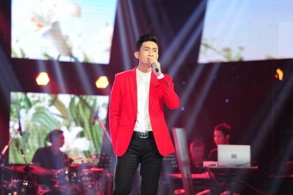 Triệu Long là thí sinh 30 tuổi mở màn đêm thi thứ 4 của vòng Giấu mặt
