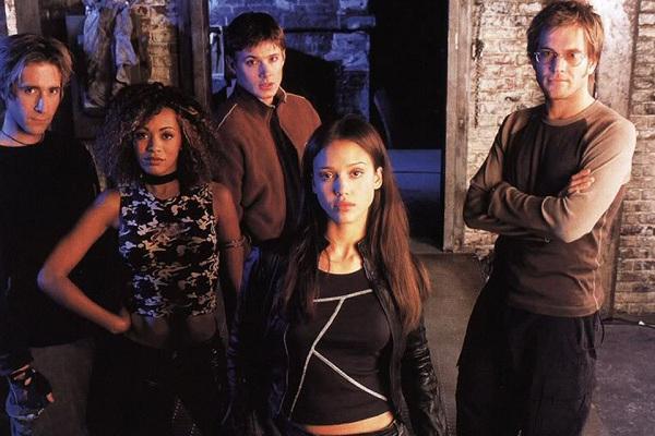 Thiên thần bóng tối là bộ phim đánh dấu bước trưởng thành trong sự nghiệp của Jesssica Alba.