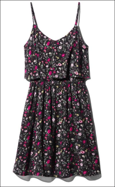 BST mới của H&M còn cho ra mắt váy với họa tiết hoa nhí vintage.
