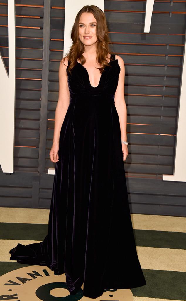 Cũng với thương hiệu Valentino, cô khoe vẻ đẹp thanh lịch và sang trọng bằng bộ váy nhung màu đen ở bữa tiệc hậu Oscar.