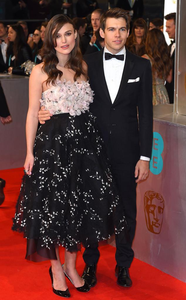 Keira cực ưa chuộng những bộ váy họa tiết floral. Vì thế, cô không kém phần nổi bật với bộ cánh tương tự ở Lễ trao giải BAFTA 2015 tại London.