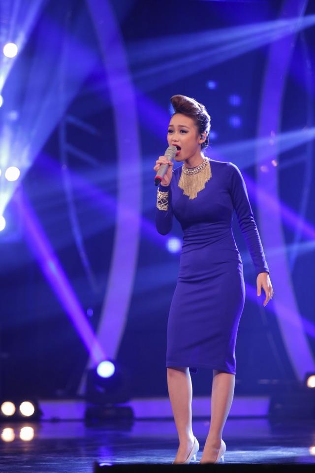 Hình ảnh chững chạc của Tiểu Nương trong đêm Liveshow 23/9