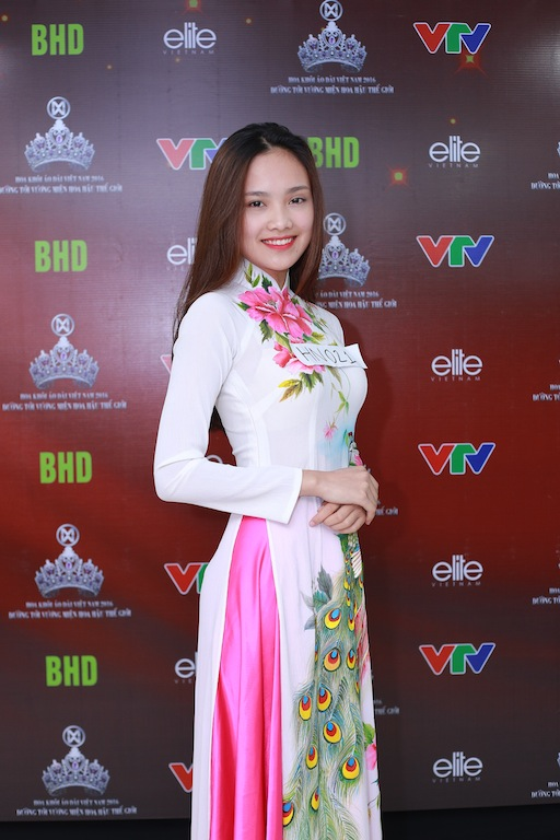 Trần Tố Như sinh ra và lớn lên tại Thái Nguyên. Cô hiện đang là sinh viên của trường Đại học Kinh tế Quốc dân Hà Nội.