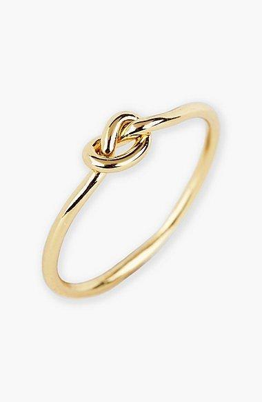 Argento Vivo cũng tung ra mẫu nhẫn mới có mặt xoắn