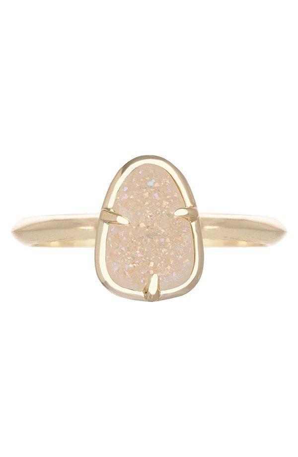 Kendra Scott ra mắt thiết kế nhẫn mới có mặt đá lấp lánh