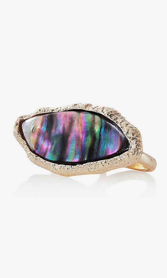 Express ra mắt nhẫn có đá mang màu sắc và hình cực độc