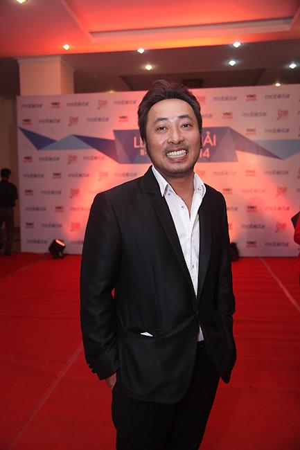 Đạo diễn Nguyễn Quang Dũng xuất hiện trong lễ trao giải với vai trò khách mời trao giải.