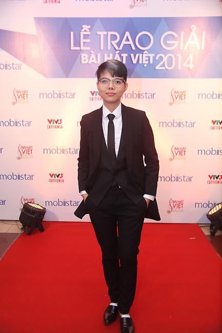 Nữ ca sĩ kiêm tác giả Vũ Cát Tường. Ca khúc Yêu xa của Cát Tường nằm trong 15 ca khúc xuất sắc của Bài hát Việt 2014.