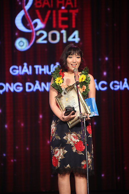 Với ca khúc Có đôi khi, đây là lần đầu tiên Trần Nhật Hà tham gia Bài hát Việt. Tuy nhiên, cô đã nhận được giải thưởng lớn - Bài hát của tháng tại liveshow tháng và Giải triển vọng dành cho tác giả tại Chung kết năm của Bài hát Việt.